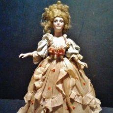 Muñecas Porcelana: MUÑECA DE BUSTO DE BISCUIT DE LÁMPARA CON PRECIOSO VESTIDO DE TELA ORIGINAL.. Lote 39513462