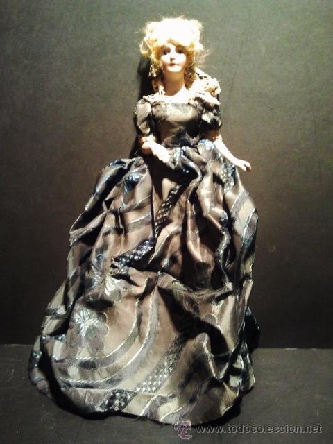 Muñecas Porcelana: Muñeca de busto de biscuit con vestido de tela original. Interior de cartón. - Foto 2 - 39513466