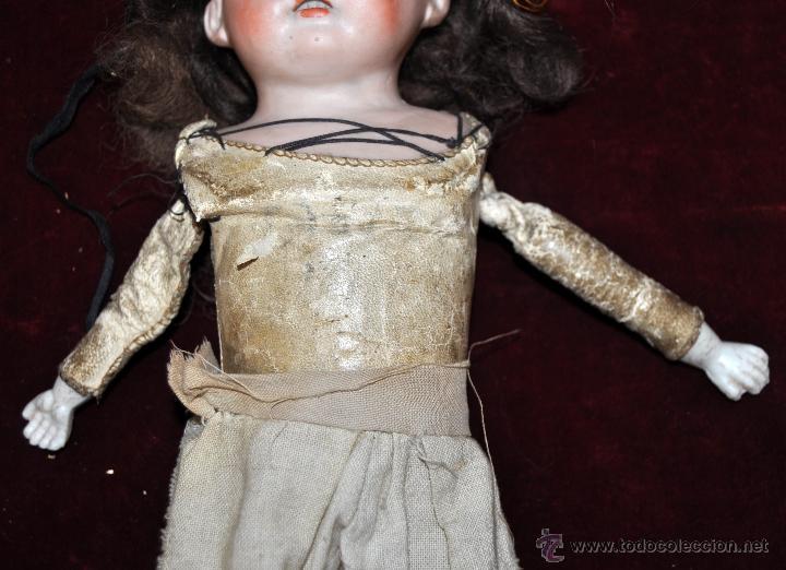 Muñecas Porcelana: MUÑECA DE PORCELANA DE MANUFACTURA ALEMANA (Heubach) DEP. CUERPO DE CABRITILLA. CIRCA 1900 - Foto 8 - 53099572