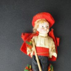 Muñecas Porcelana: MUÑECO DE PORCELANA. ESMALTADO Y PINTADA A MANO. CON TRAJE. ALEMANIA (?). XIX.. Lote 49077569