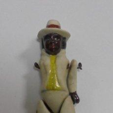 Muñecas Porcelana: ANTIGUA MUÑECA NEGRA DE CERAMICA ARTICULADA. LE FALTA UN BRAZO. 8CM. LA DE LA FOTOS. Lote 80436393