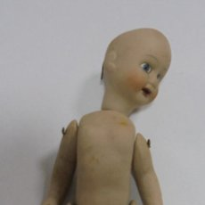Muñecas Porcelana: ANTIGUA MUÑECA DE CERAMICA ARTICULADA. 18CM. LA DE LAS FOTOS. Lote 80438017