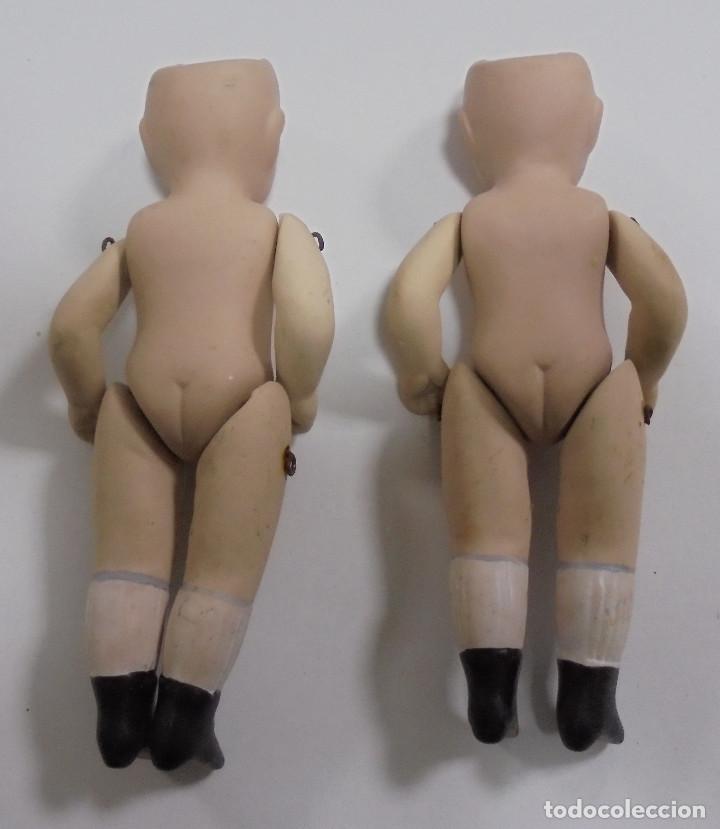 Muñecas Porcelana: LOTE DE 2 ANTIGUAS MUÑECAS IGUALES DE CERAMICA ARTICULADA. 13CM. LAS DE LAS FOTOS - Foto 2 - 80440185