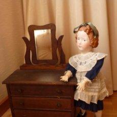 Muñecas Porcelana: COMODA DE MUÑECAS HACIA 1920. Lote 97381003