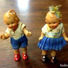 Muñecas Porcelana: PAREJA DE INFANTES EN MINIATURA. PORCELANA POLICROMADA Y TELA. 1A. MITAD S.XX.. Lote 103034499