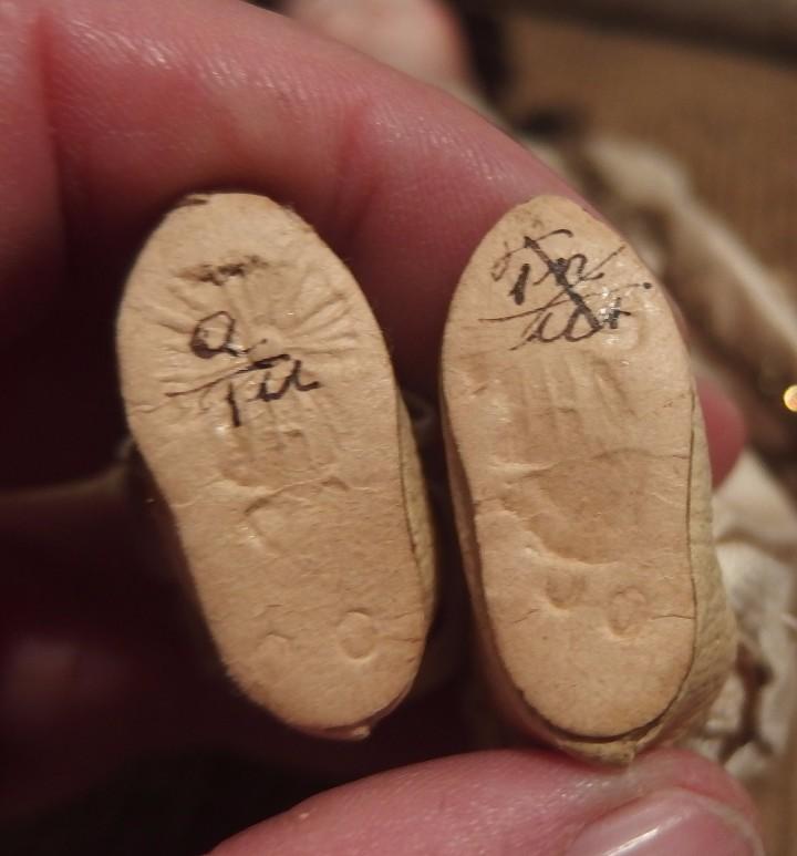 Muñecas Porcelana: MUÑECO CORTESANO,PORCELANA,G.KÜHNLENZ,GERMANY,SELLADO EN NUCA Y ZAPATOS,CAJA ORIGINAL,PPIO S.XX - Foto 6 - 104895191
