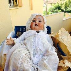 Muñecas Porcelana: MUÑECO-BEBE SIMÓN HALBIG ROPA ORIGINAL Y DETALLES EN PLATA. Lote 107747780