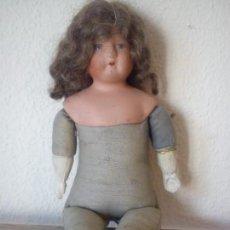 Muñecas Porcelana: MONECA MUY ANTIGUA ALEMANA ANOS 30,40 HECHA EN EN PANO Y PORCELANA PELO VERDAERO. Lote 109009783