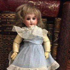 Muñecas Porcelana: PEQUEÑA MUÑECA ARTICULADA CON CABEZA DE BISCUIT. Lote 112805603