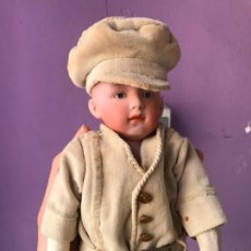 Muñecas Porcelana: FIGURA, NIÑO DE PORCELANA SIGLO XIX - PELO MOLDEADO - MARCADO EN LA NUCA - VER FOTOS. Lote 114472515