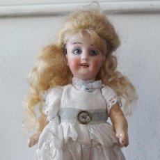 Muñecas Porcelana: MUÑECA ANTÍGUA PEQUEÑA. CABEZA DE BISCUIT. Lote 116926311