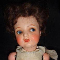 Muñecas Porcelana: ALEMÁN-MUÑECA ANTIGUA CON CABEZA EN PORCELANA Y CUERPO EN COMPOSICIÓN. Lote 121778815