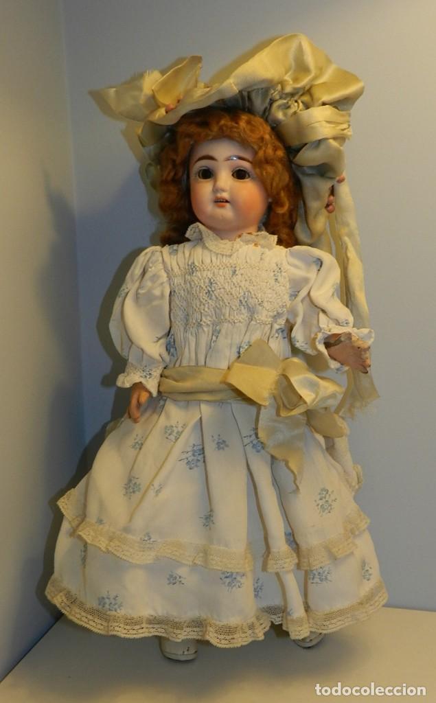 Bonita muñeca con cabeza de porcelana años 20- marcas en la nuca 2/0 cabello de mohair, ojo durmien segunda mano