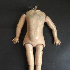 Muñecas Porcelana: CUERPO ANTIGUO DE MADERA Y COMPOSICIÓN DE 35 CM. Lote 124289748