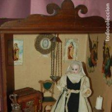 Muñecas Porcelana: DIORAMA CELDA MONJA DE CLAUSURA SIMON HALBIG. Lote 127487203