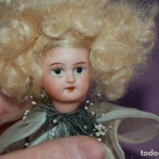 Muñecas Porcelana: MUÑECA FLOR VERDE EN BISCUIT. Lote 128802659