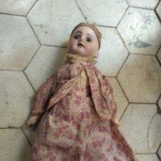 Muñecas Porcelana: PRECIOSA MUÑECA CABEZA DE PORCELANA CUERPO DE MADERA. Lote 155978313