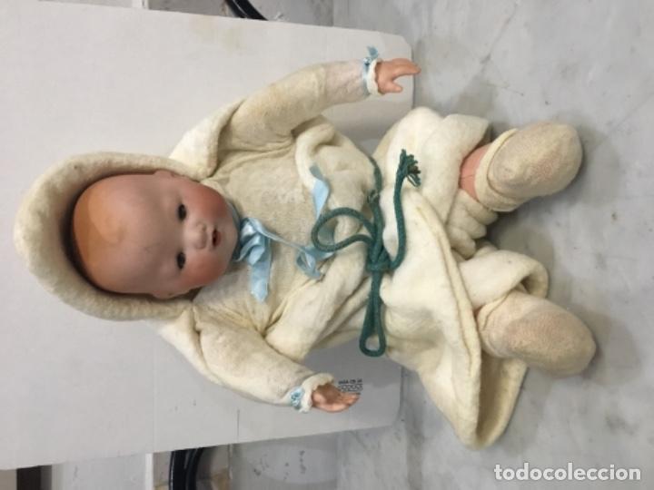 Muñecas Porcelana: Antiguo bebé cabeza de porcelana marcado A.M. Germany 35113 altura 38 cm. Cuerpo de trapo y con sus - Foto 2 - 139321170