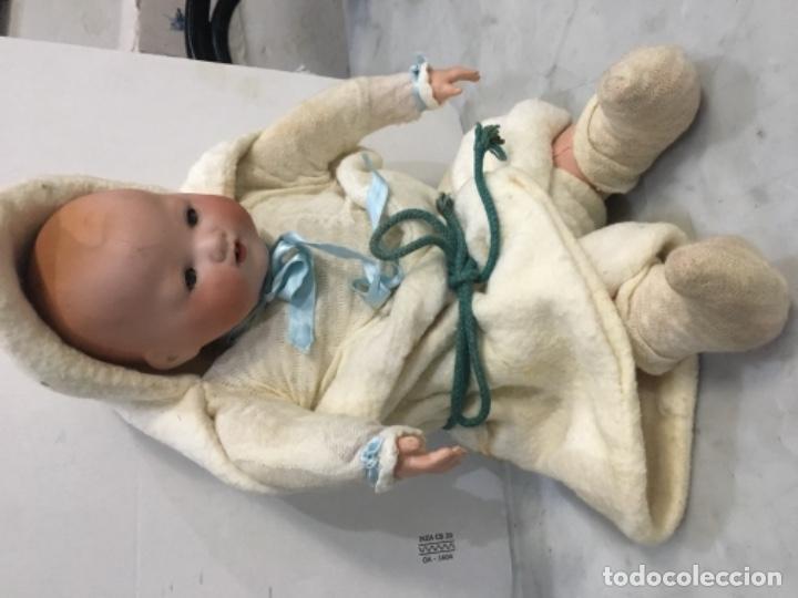 Muñecas Porcelana: Antiguo bebé cabeza de porcelana marcado A.M. Germany 35113 altura 38 cm. Cuerpo de trapo y con sus - Foto 3 - 139321170