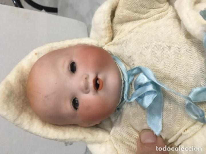 Muñecas Porcelana: Antiguo bebé cabeza de porcelana marcado A.M. Germany 35113 altura 38 cm. Cuerpo de trapo y con sus - Foto 4 - 139321170