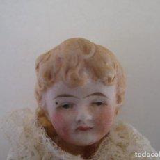 Muñecas Porcelana: PEQUEÑA MUÑECA ANTIGUA ALEMANA DE 11 CM. PORCELANA BISQUE 1890 LIMBACH MARCADA. Lote 143225590