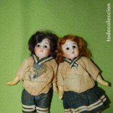 Muñecas Porcelana: PAREJA DE MIGNONETTES COLEGIALES. Lote 146630010