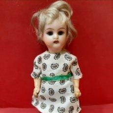Muñecas Porcelana: PEQUEÑA MUÑECA DE PORCELANA KAMMER & REINHARDT CON MARCAS , MIDE 15 CM. Lote 168148601