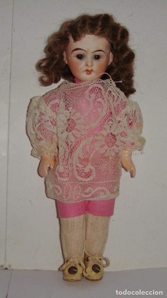 Muñecas Porcelana: Antigua Muñeca de Porcelana. S.XIX. Con baúl y ropa de época. Con marca en la nuca. - Foto 8 - 175530989