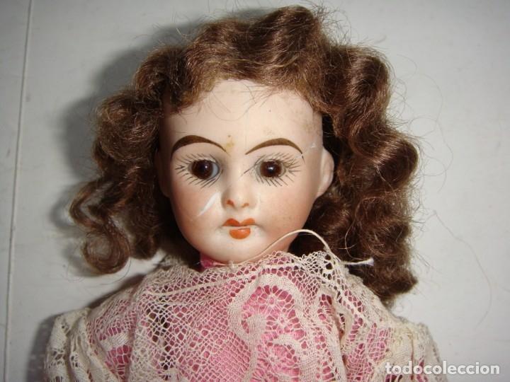 Muñecas Porcelana: Antigua Muñeca de Porcelana. S.XIX. Con baúl y ropa de época. Con marca en la nuca. - Foto 9 - 175530989