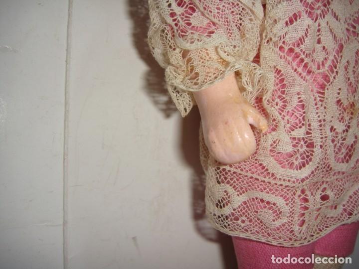 Muñecas Porcelana: Antigua Muñeca de Porcelana. S.XIX. Con baúl y ropa de época. Con marca en la nuca. - Foto 10 - 175530989