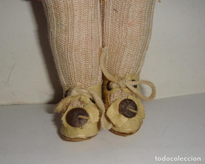 Muñecas Porcelana: Antigua Muñeca de Porcelana. S.XIX. Con baúl y ropa de época. Con marca en la nuca. - Foto 11 - 175530989