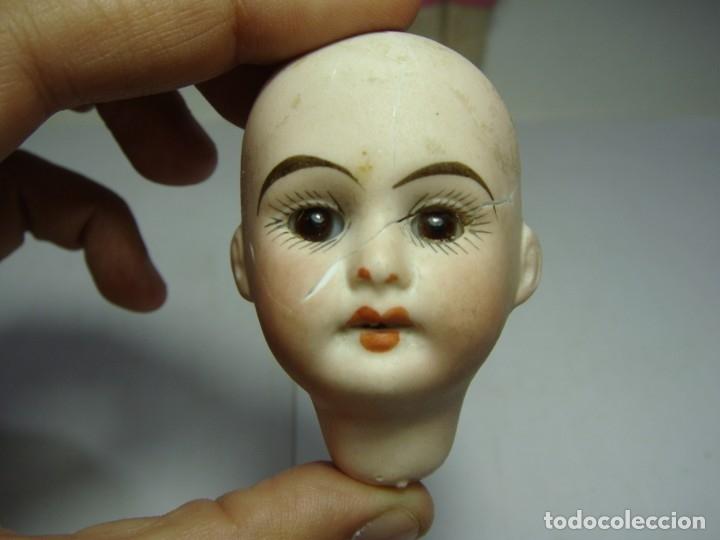 Muñecas Porcelana: Antigua Muñeca de Porcelana. S.XIX. Con baúl y ropa de época. Con marca en la nuca. - Foto 13 - 175530989