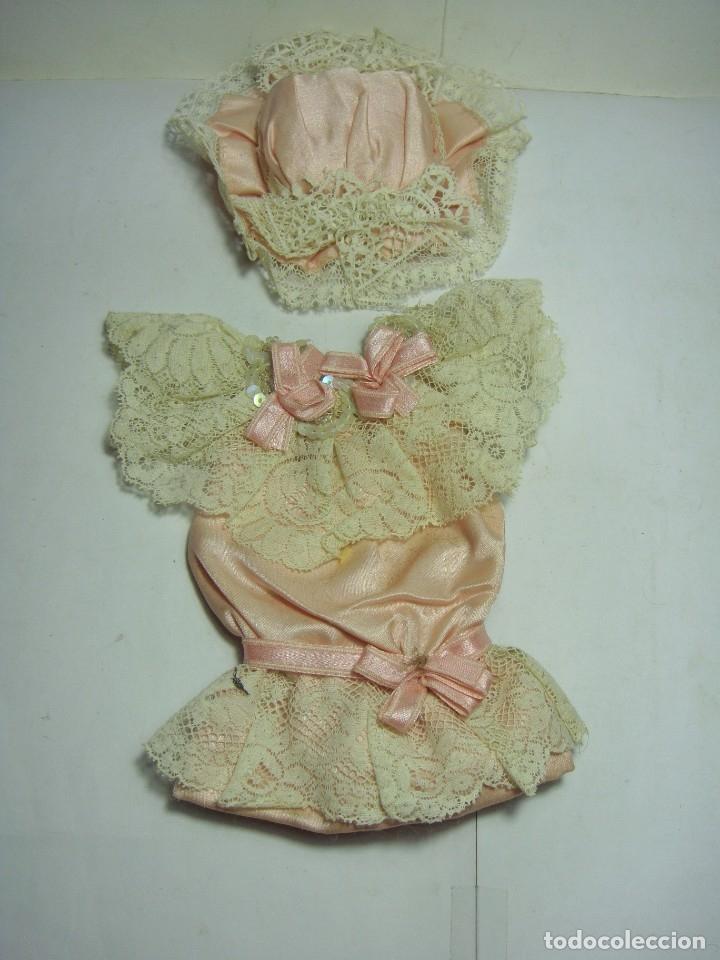 Muñecas Porcelana: Antigua Muñeca de Porcelana. S.XIX. Con baúl y ropa de época. Con marca en la nuca. - Foto 17 - 175530989