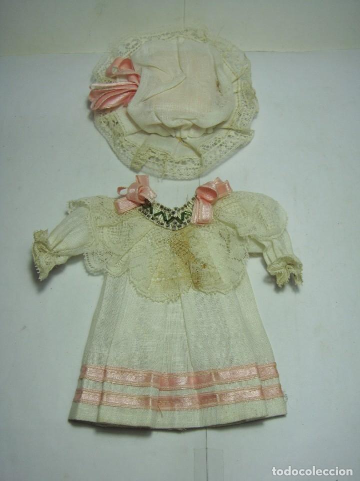 Muñecas Porcelana: Antigua Muñeca de Porcelana. S.XIX. Con baúl y ropa de época. Con marca en la nuca. - Foto 18 - 175530989