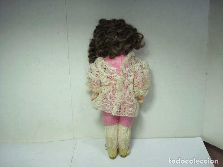 Muñecas Porcelana: Antigua Muñeca de Porcelana. S.XIX. Con baúl y ropa de época. Con marca en la nuca. - Foto 20 - 175530989
