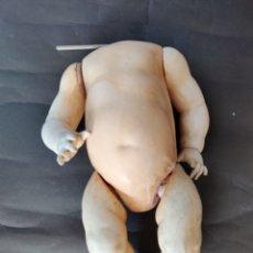 Muñecas Porcelana: CUERPO DE COMPOSICIÓN DE BEBÉ KÄMMER & REINHARDT 40 CM. Lote 178955803