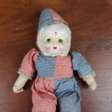 Muñecas Porcelana: PEQUEÑO MUÑECO CABEZA PORCELANA CUERPO TRAPO PAYASO. Lote 216415557
