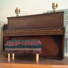 Muñecas Porcelana: ANTIGUA MUÑECA GOEBEL MOLDE 120 CON SU PIANO ANTIGUO Y 4 MUÑECAS MÁS. TOTAL 5 MUÑECAS. Lote 128760667