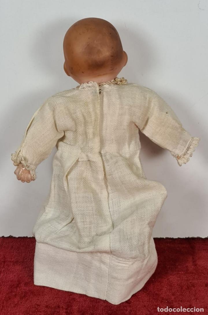 Muñecas Porcelana: MUÑECO BEBÉ. CABEZA Y MANOS DE PORCELANA. CUERPO DE PAJA. ALEMANIA. CIRCA 1920. - Foto 2 - 226950040