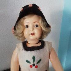 Muñecas Porcelana: PRECIOSA MUÑECA ANDADORA SIMON & HALBIG 126 ,MARCADA ,CON ROPAS ORIGINALES. Lote 57042231