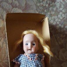 Muñecas Porcelana: MUÑECA ANTIGUA DE PORCELANA. Lote 234681360