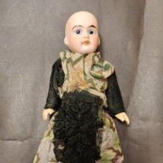 Muñecas Porcelana: MUÑECA ANTIGUA PARA CASA DE MUÑECAS. Lote 231064990