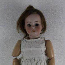 Muñecas Porcelana: MUÑECA CON CARA DE PORCELANA BISCUIT Y CUERPO DE COMPOSICIÓN DE PRINCIPIOS DEL SIGLO XX. Lote 262246355