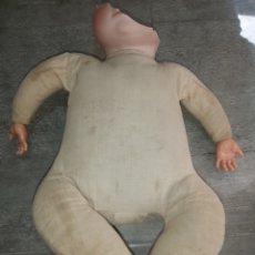 Bonecas Porcelana: CUERPO TIPO FROG BODY Y MANOS CELULOIDE DE MUÑECO BYE LO BABY. Lote 265198434