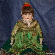 Muñecas Porcelana: (M) MUÑECA ARMAND MARSEILLE DE CABRITILLA, VESTIDA DE ÉPOCA, BOCA ABIERTA, PORCELANA SIN ROTURAS. Lote 277432843