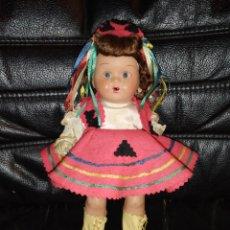 Bonecas Porcelana: RARA MUÑECA DE PORCELANA OJOS DURMIENTES TRAJE REGIONAL. PARECE ALEMANA??? ANTIGUA.. Lote 293650993