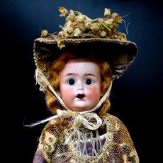 Muñecas Porcelana: MUÑECA DE PORCELANA BISCUIT - MARCADA 8/4 - PARA EL MERCADO FRANCÉS - ROPA DE ORIGEN - 1900. Lote 26783342
