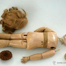 Muñecas Porcelana: CUERPO DE MUÑECA DEP JUMEAU COMPLETO CON VESTIDOS ORIGINALES. Lote 42615812