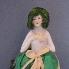 Muñecas Porcelana: ANTIGUA CAJA POLVERA CON MUÑECA DE PORCELANA PPIO. S. XX. Lote 44670607