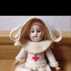Muñecas Porcelana: MUÑECA CON CABEZA DE BISCUIT VESTIDA DE MONJA ENFERMERA DE LA CRUZ ROJA.MARCA R.DEP. Lote 46075331